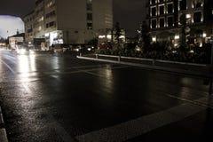 Straße um Mitternacht Lizenzfreie Stockbilder