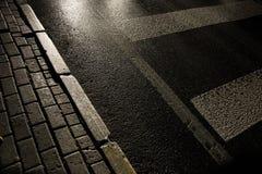 Straße um Mitternacht Lizenzfreies Stockbild