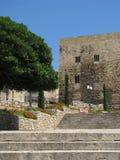 Straße und altes Gebäude Lizenzfreie Stockfotos