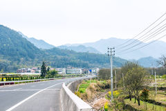 Straße und Berg Stockbild
