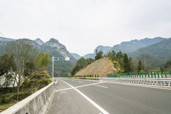 Straße und Berg Stockfotos