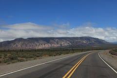 Straße und Berge Stockbilder