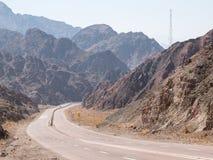 Straße und Berglandschaft, Ägypten, Süd-Sinai Stockbild