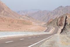 Straße und Berglandschaft, Ägypten, Süd-Sinai Stockfotografie