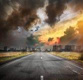 Straße und der Mond Stockfoto