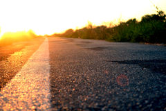 Straße und der Sonnenuntergang Stockfoto