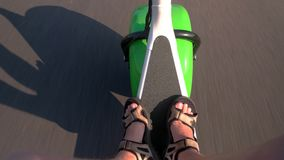 Straße und fetter Radroller stock footage