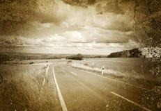 Straße und flache Landschaft im Sepia Lizenzfreie Stockfotos