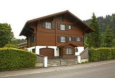 Straße und Haus in Engelberg switzerland lizenzfreies stockfoto
