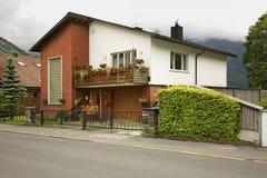 Straße und Haus in Engelberg switzerland stockfotografie