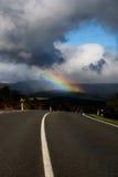 Straße und Regenbogen Stockbilder