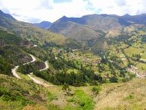 Straße und Tal in Mittel-Peru Stockbilder