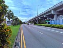 Straße und Viadukt Lizenzfreie Stockbilder