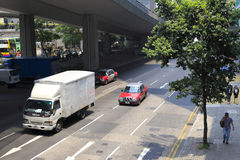 Straße unter Brücke Lizenzfreies Stockfoto