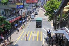 Straße unter Steg Stockfotos
