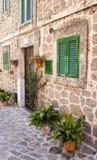 Straße in Valldemossa-Dorf in Mallorca Stockfotografie