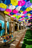 Straße verziert mit farbigen Regenschirmen, Agueda, Portugal Lizenzfreies Stockbild