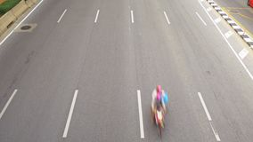 Straße Vibhavadi Rangsit und der Verkehr in Bangkok stock video