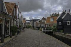 Straße in Volendam in Volendam lizenzfreies stockbild