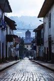 Straße von Cusco, Peru an der Dämmerung Lizenzfreie Stockfotografie
