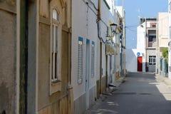 Straße von Fuseta-Dorf, Portugal Lizenzfreies Stockbild