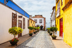 Straße von Garachico-Stadt auf Teneriffa-Insel, Kanarienvogel, Spanien Stockbilder