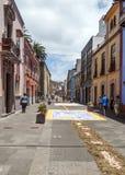 Straße von La Laguna mit Blumenteppichen Stockfotos