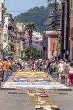 Straße von La Laguna mit Blumenteppichen Lizenzfreie Stockfotos