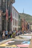 Straße von La Laguna mit Blumenteppichen Lizenzfreie Stockfotografie