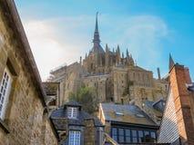 Straße von Mont Saint-Michel, Frankreich Stockbilder