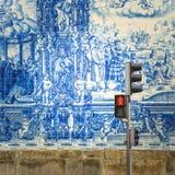 Straße von Porto, verziert mit azulejos Fliesen stockbild