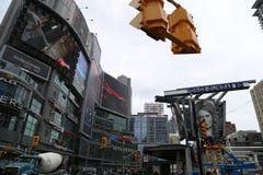 Straße Yonge Dundas lizenzfreie stockfotos