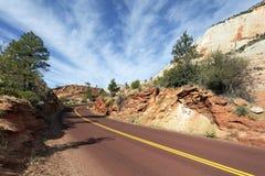 Straße in Zion Nationalpark lizenzfreie stockbilder