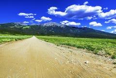 Straße zu Bergen Sangre de Cristo Stockfoto