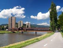 Straße zu Bysterec und zur Kolonnadenbrücke lizenzfreies stockfoto