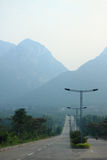 Straße zu den Bergen nahe Dengfeng Stockbilder