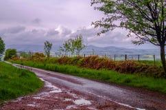 Straße zu den Hügeln Lizenzfreie Stockfotos