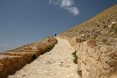 Straße zu den Schlossruinen Machaerus und Herod, Jordanien Ort von e lizenzfreie stockbilder
