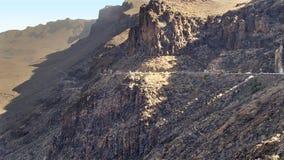 Straße zu einem steilen Berghang auf Gran Kanaria Stockfotos