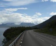 Straße zu Lapporten im Sommer Lizenzfreies Stockfoto