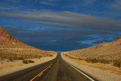 Straße zu nirgendwo Lizenzfreie Stockfotografie