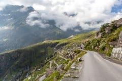 Straße zu Rohtang-Durchlauf lizenzfreie stockfotos