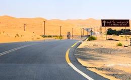 Straße zu Tal Mireb in der Wüste lizenzfreie stockfotografie