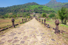 Straße zu Wat Phu, Champasak, Laos lizenzfreie stockfotografie