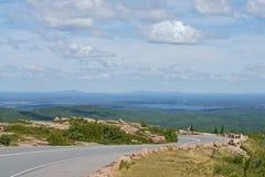 Straße zum Acadia-Nationalpark auf Cadillac-Berg Stockfoto