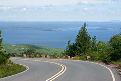 Straße zum Acadia-Nationalpark auf Cadillac-Berg Lizenzfreies Stockbild