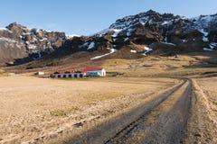 Straße zum Bauernhaus Island Lizenzfreies Stockbild