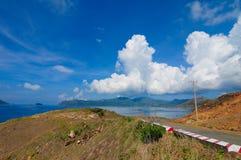 Straße zum Berg in Betrug Dao-Insel Stockbild