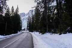 Straße zum Braies See - Italien Stockfotografie