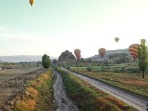 Straße zum cappadocia stockfotos